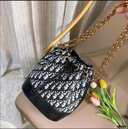 $enCountryForm.capitalKeyWord Australia - Lowest Price ! Designer Women's Shoulder Bags PU Leather Fashion Gold Chain Bag Heart Style Handbags Cross body Pure Color Bag wallets T035