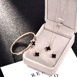 Necklaces Pendants Australia - Fine Titanium Steel Clavicle Inlay Black Swan Necklace Hundred Riding Four-leaf Clover Necklace Rose Gold Bracelet Suit Anti-allergy