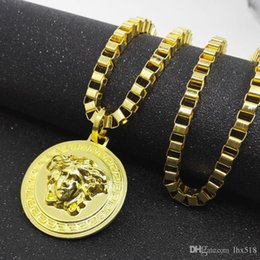 $enCountryForm.capitalKeyWord Australia - New Arrivals Hip Hop Gold Plated Black Eyes Lion Head Pendant Men Necklace King Crown Iced Out Fashion Jewelry For Gift Present