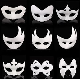 painting faces Australia - DIY hand painted Halloween white face mask crown butterfly blank paper mask masquerade cosplay mask kid draw party masks props R0664