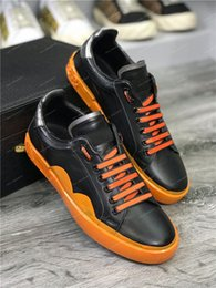 Quality Lace Luxury Australia - 2019 Fashion Luxury Designer Men Women Leather Sneakers Best Quality Lace Up Casual Shoes Cheap Trainers Graffiti Embroidery Shoes