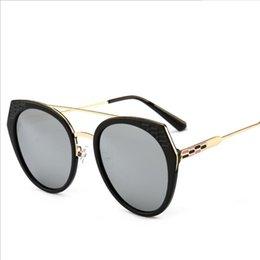 902af02fb Marca Designer Óculos De Sol de Alta Qualidade Armação de Metal Óculos De  Sol Dos Homens Óculos de Sol Das Mulheres Óculos de Lente UV400 Unisex com  Caixa ...