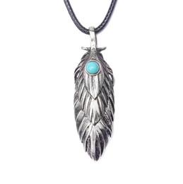 37b396eeeb27 Collar de la joyería para los hombres nueva moda de alta calidad negro  cuerda de cera turquesa plata antigua plateada aleación de la pluma  colgante largo ...