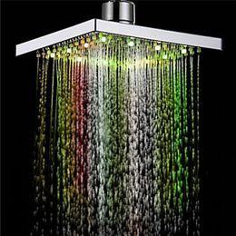 1PC Duş Başlığı Kare Başkanı Işık Yağmur Suyu 26 Ev Banyo Banyo Dropship Apr12 için Otomatik Değiştirme duş 7 Renkler LED