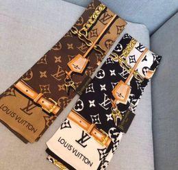 Sciarpa di seta primavera 2019 Sciarpa di scialle a lettera calda da donna Sciarpa di seta in raso con stampa floreale Donna 120x8 cm in Offerta