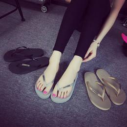 c331fe21d 2019 Moda Hot Versão Coreana do Verão Praia Casal Flip-flops Slip Não-slip  Sandálias e Chinelos Femininos Sandálias Casuais dos homens