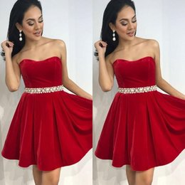$enCountryForm.capitalKeyWord Australia - Charming Strapless Red Velvet Homecoming Dress With Pearls Sexy Beaded Sash Knee Length Sweetheart Neck Sleeveless Cocktail Prom Dress