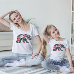 $enCountryForm.capitalKeyWord UK - New Stylish Family Matching Clothes Mama Baby Letters T-shirt Cute Cartoon Bear Flower Designs Quality Cotton Summer Short Sleeve Tees