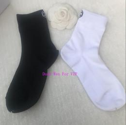 2pair / lot luxe designer chaussettes cadeau de fête chaude coton vintage médiévale pour Classic CC femmes en Solde