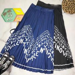 de485244273 Milan Designer Femmes Jupes Superbe Bleu   Lettre Noire Imprimé Plis Jupes  Femmes 2019 Nouvelles Jupes