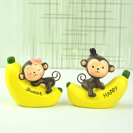 old resin Australia - 2Pcs set Mini Figure Cute Resin Couple Banana Monkey Model Building Kits Dollhouse Car Funny Decorations Children Kids Toys Gifts