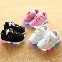 $enCountryForm.capitalKeyWord Australia - NEW Fashion Childrens Luminous Shoes Stars Print Girls Flat Shoes Luminous Non-slip Wear-resistant Childrens Shoes Best quality A88