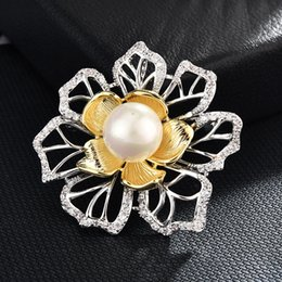 $enCountryForm.capitalKeyWord Australia - wholesale Luxury Large Flower Brooches for Women Imitation Pearl CZ Zircon Brooch Pin women's shirt Fashion Jewelry gift for new year