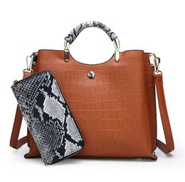 $enCountryForm.capitalKeyWord NZ - 2019 new lady mobile handbag two-piece suit European and American fashion crocodile pattern shoulder Messenger bag large capacity handbag