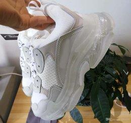 Großhandel Designer-Schuhe 2019 der Männer und Frauen Freizeitschuhe Triple S Klar Sole Weiß, Schwarz, Grün Marken-Designer-Turnschuhe Größe 35-45 mit Box BA1