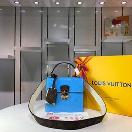 $enCountryForm.capitalKeyWord NZ - 2018 spring new fashion bright patent leather handbags,Pure color and Elegant handbag with European and American style.T29