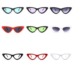 8baf0706d 2018 triângulo do vintage barato óculos de sol Peekaboo bonito sexy retro  cat eye sunglasses mulheres pequeno preto branco vermelho feminino presentes