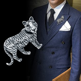 Discount tiger pins - 2019 New Vintage Enamel Tiger Brooch Personality Animal Lapel Pin Men's Suit Coat Corsage Brooches Fashion Jewelry