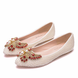 $enCountryForm.capitalKeyWord Australia - Crystal Queen Women Shoes Handmade Lady Pearl beige Wedding Shoes Flat Fashion Sexy Comfortable Bridal Dress Shoes bow
