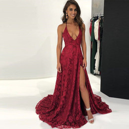 Burgund Sexy V-Ausschnitt Prom Dresses Lange Backless Lace Slit Halfter Abendkleid Sweep Zug Party Vestidos De Festa