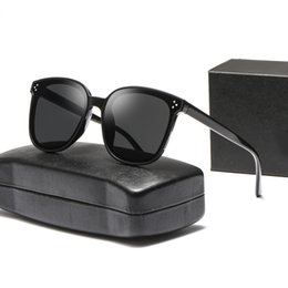 Ingrosso Popular Sunglasses Luxury Brand Designer da donna Square Summer Style Full Frame Protezione UV di alta qualità Colore misto Come With Box and Man