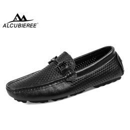 $enCountryForm.capitalKeyWord Australia - ALCUBIEREE Brand Summer Fashion Loafers Mens Breathable Mesh Moccasins with Buckle Men Genuine Leather Driving Shoes Boat Shoes