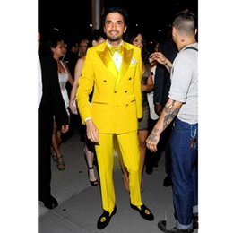 $enCountryForm.capitalKeyWord Australia - Fashion Bright Yellow Trim Fit Two Pieces Mens Suit Sets Double Breasted Peaked Lapel Wedding Tuxedos Custom Made Jacket and Pants