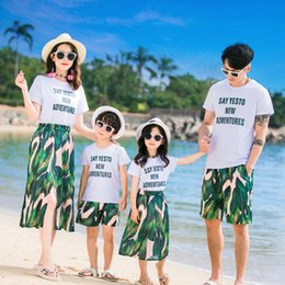 $enCountryForm.capitalKeyWord Australia - Mother Father Son Daughter Baby Matching Clothes Sumemr Beach Family Clothing Mum Mom and Daughter Dress Leaves Print Clothes