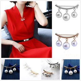$enCountryForm.capitalKeyWord NZ - New Simple Women Artificial Pearl Brooch Clothing Pins Pretty Gift Home Party Wedding Decoration Free Shipping