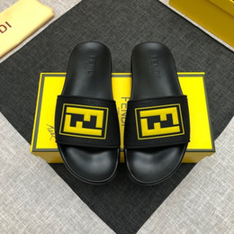 butt light 2019 - 2019 new men's high-end slippers with plastic leather materials, comfortable and light, handsome fashion, yellow le