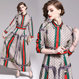 2019 Femmes Classique Lettre Imprimer Chemise Plissée Maxi Robes De Luxe Dames Casual Lapel Cou À Manches Longues Bouton A-ligne Robe Designer Robes en Solde