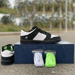 Panda Canvas Shoes Australia - x Staple SB Dunk Low Pro OG QS Skateboard Shoes Panda Pigeon 3.0 Fashion Designer Sport Sneakers Black White Casual Shoes