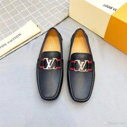 2020 Homens Sapato De Luxo Novo Designer Clássico Dos Homens Sapatos de Vestir Homens De Couro Sapato De Design De Homens Sapato De Couro Top Presente Marrom