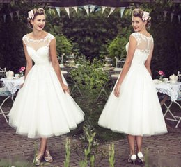 $enCountryForm.capitalKeyWord Australia - New Short Beach Wedding Dresses Sheer Neck Appliques Lace A Line Tea Length Modest Bohemian Bridal Gowns