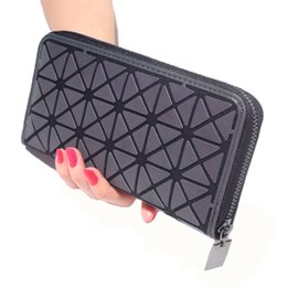 $enCountryForm.capitalKeyWord NZ - Newest Women Long Clutch Wallet Luminous Wallet Geometric Lattice Standard Zipper Wallets Designer Noctilucent Purse Wallet