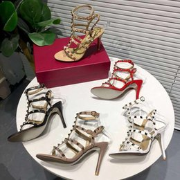 red roman sandals Australia - Sandals with high heels Rivet Leather Roman sandals Middle heel slippers Designers are hot sellers Black white pink apricot red