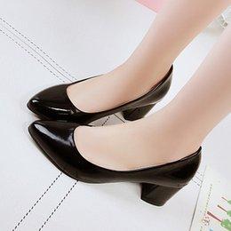 $enCountryForm.capitalKeyWord NZ - Designer Dress Shoes Spring Women Pumps Pointed Toe White wedding Square Heel leasther Basic Pump Woman Solid plain Low heel