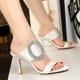 China New high quality European and American style fashion sexy banquet high heel metal big diamond buckle satin word with female sandals suppliers