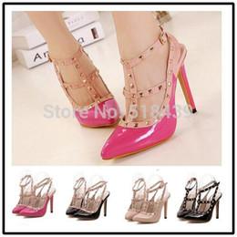 8241bf739 Novos Sapatos Mulheres Bombas Sapatos de Salto Alto Rebite Sapatos Dedo  Apontado Sandálias Sapatos Femininos Scarpin Gladiador Estilo Verão