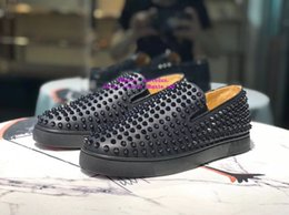 Worldwide Shoes Australia - 2019 Best-selling worldwide New Low help Black Matte leather spikes Men's shoes Flat casual shoes