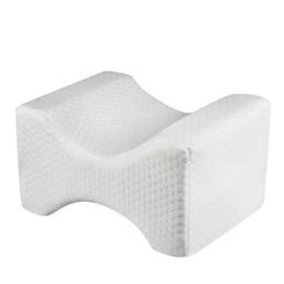 Ingrosso Cuscino ortopedico per ginocchio per sollievo alla sciatica, mal di schiena, dolori alle gambe, gravidanza, anca e dolori articolari - Memory Foam Wedge Contour Sleeping Pillow