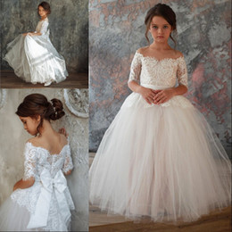 $enCountryForm.capitalKeyWord Australia - Graceful Off The Shoulder Tulle Flower Girl Dress Covered Button Floor Length Half Sleeve Lace Appliques White Girl Pageant Dresses With Bow