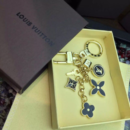 Square box gift packaging online shopping - 2019 Top quality Brand new key chain women bag accessories luxury design metal brand car key chain gift box packaging Lover Keychains