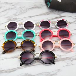 Enfants rondes lunettes de soleil Vintage garçons Sport Sun Sun Sun Glass Girl Flower Print Eyewear Fashion Enfants Été Plage Sunblock Accessoire DYP1053 en Solde