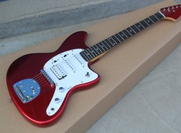 Vente en gros Guitare électrique rouge en métal de haute qualité avec micros SSH, incrustation de points de frettes, 22 frettes, pickguard blanc, matériel chromé