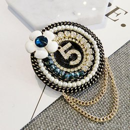 lapel brooch chain UK - New Arrival Round Flower NO5 Luxury Brooch Pearl Rhinestone Designer Brooch Suit Lapel Pin with Chain Famous Jewelry