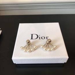 $enCountryForm.capitalKeyWord Australia - Designer letter Earring with box High quality Five-clawed Pearl fashion beautiful Earring GD0018