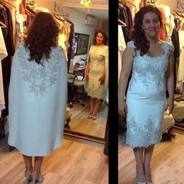 Capes winter wedding dress online shopping - 2019 Gorgeous Silver Lace Appliqued Mother of the Bride Dresses With Cape Formal Women Wedding Dresses Middle East Dubai Formal Gowns BC1779