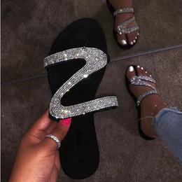 2019 Mulheres Chinelos Flip Flops Mulheres Verão Cristal Diamante Bling Praia Slides Sandálias Sapatos Casuais Deslizamento Em Chinelo em Promoiio