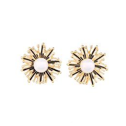 Vintage Mother Pearl UK - European and American Popular and Trendy Vintage Alloy Simplicity Elegant Simulated Pearl Flower Stud Earrings E5454